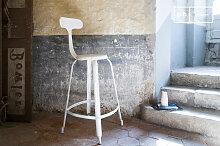 Chaise haute de bar à rivets blanche