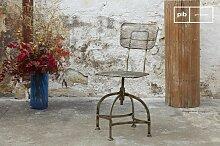Chaise vintage industrielle en tôle perforée