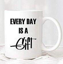 Chaque jour est une tasse de cadeau | MUG441 |
