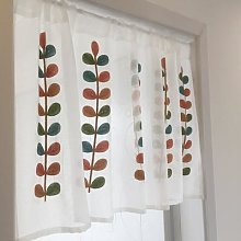Demi-rideau blanc brodé de feuilles colorées fil