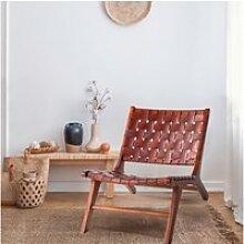 Fauteuil design en cuir marron tressé et teck