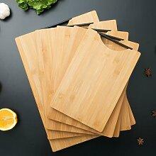 Planche à découper en bois de cuisine avec