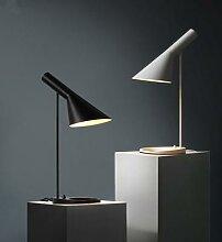 Réplique du lampadaire de styliste Arne Jacobsen,