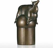 Sculpture moderne en résine en forme de bétail