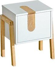 Table de chevet sur pieds en bois élégants. -