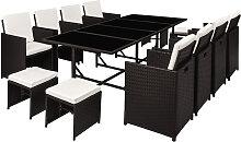 Table et chaises 12 places en résine tressée