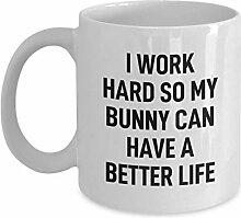 Tasse à café lapin je travaille dur pour mon