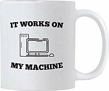 Un Programmeur En Informatique Présente Une Tasse
